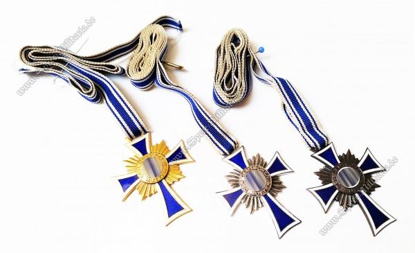 Mutterkreuz in Gold/Silber/Bronze an Trageband