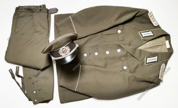 NVA Uniform Ensemble Hauptmann Infanterie