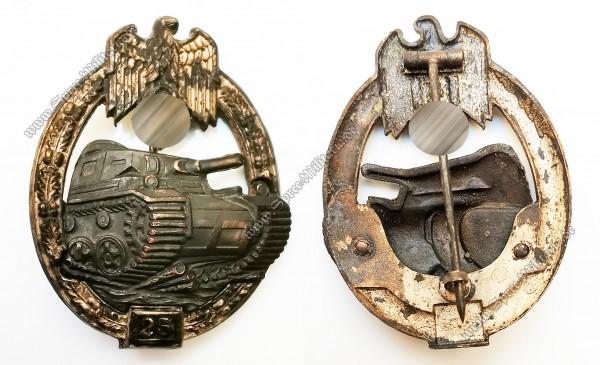 Panzerkampfabzeichen in Silber mit Einsatzzahl 25[Juncker]