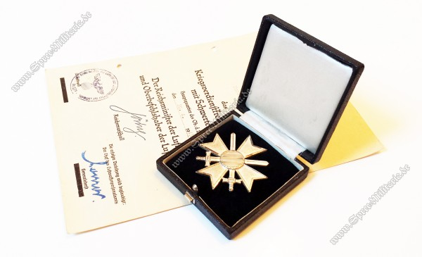 Kriegsverdienstkreuz 1.Klasse(L/11) im Etui +Verleihungsurkunde